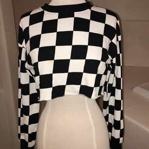 Cropped black and white checkered long sleeve